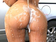 Big Colombian ass at the car wash